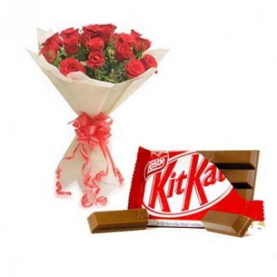 Red Roses With Kitkat