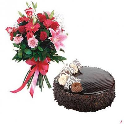 Mix Flowers With Chocolate Cake