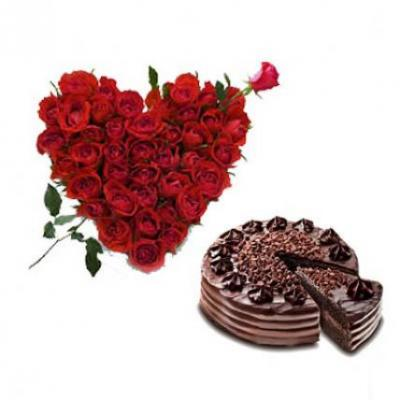 Roses Heart With Choco Chip Cake