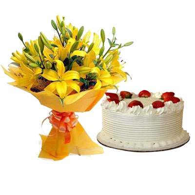 Yellow Lily & Strawberry Cake